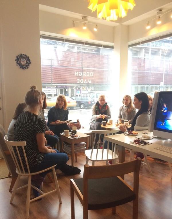 Ihania naisia Ilove Creative -aamiaistapaamisessa