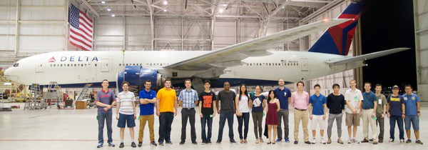 MDOlab group photo with Boeing 777